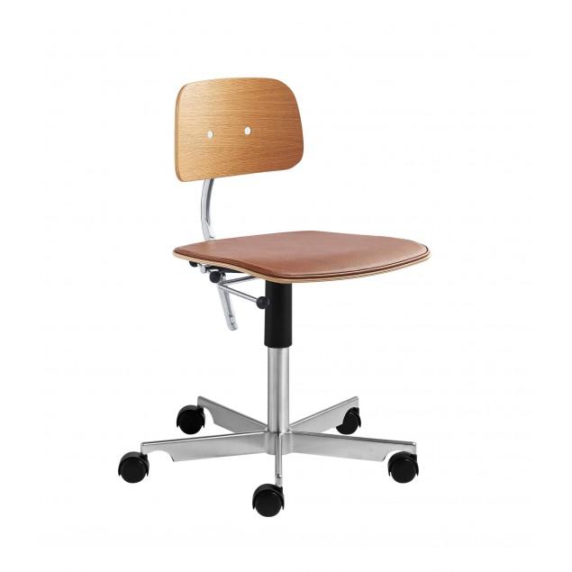 KEVI 2533 kontorstol med Cognac farvet læder på sæde og ege finer ryg