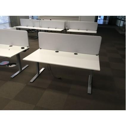 Brugt bordskærm. Model Lintex Edge 75324, med hvidt stof. 160x40 cm topmonteret.