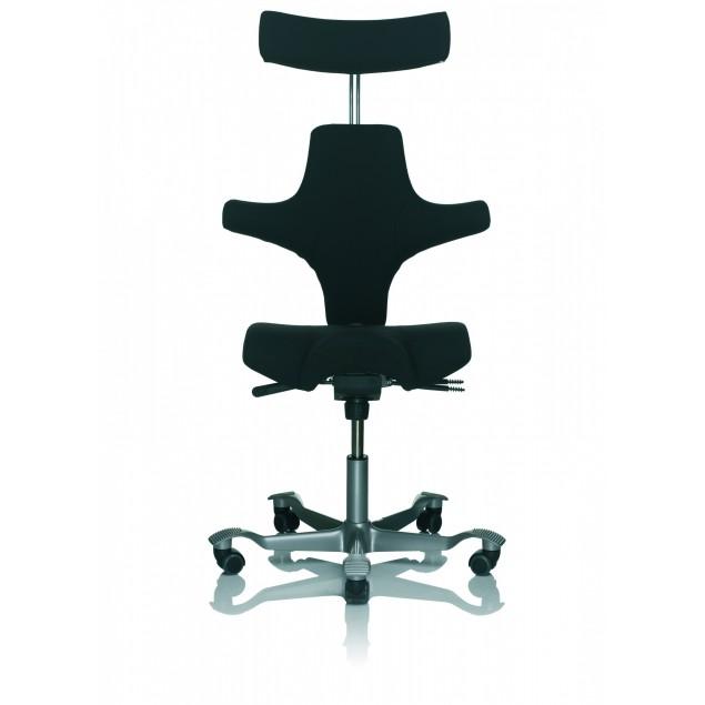 HÅG Capisco 8107 kontorstol med nakkestøtte, sort Fame betræk. Det stærkeste og mest solgte stof.