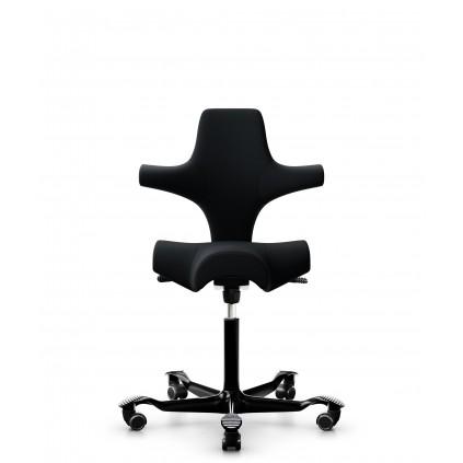 HÅG Capisco 8106 kontorstol, med Sort uldstof. Select stof har bedste slidstyrke og god siddekomfort.
