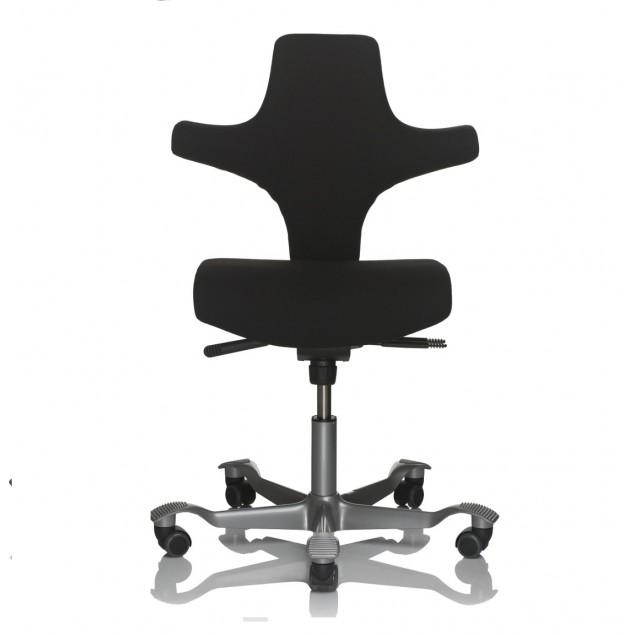 HÅG Capisco 8126 kontorstol med firkantet sæde. Sort uldstof.