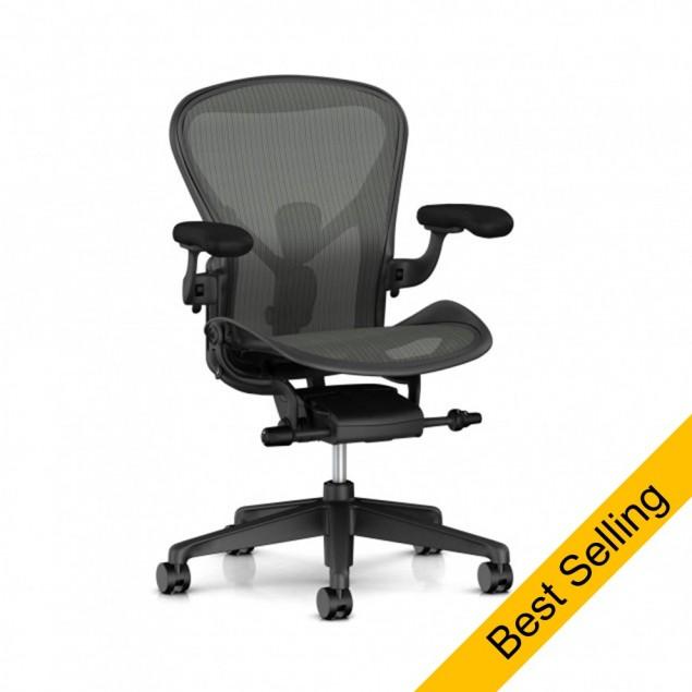 Herman Miller Aeron kontorstol med vinyl armlæn, adjustable PostureFit og seat angle